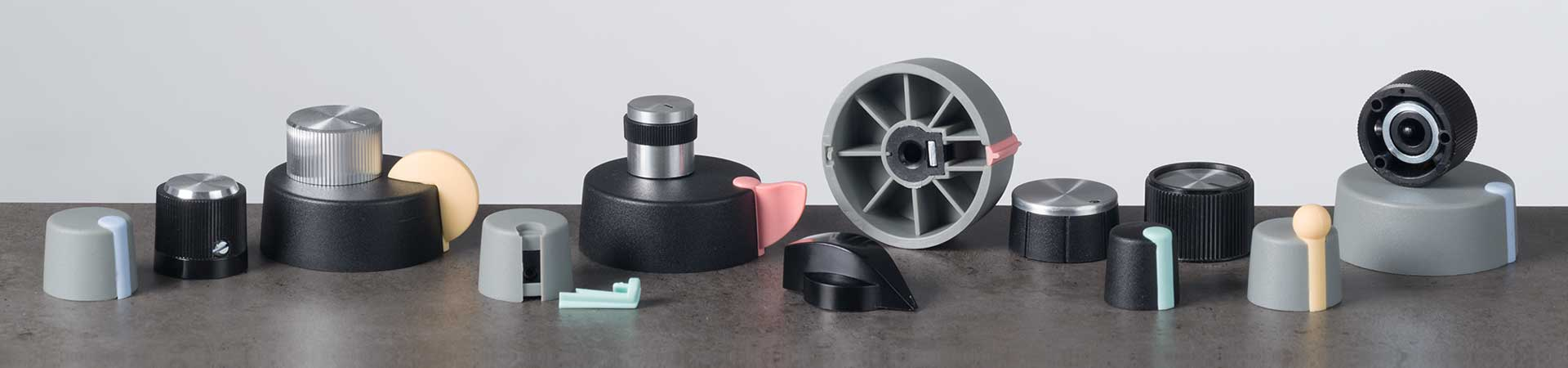 Lateral screw fixing knobs